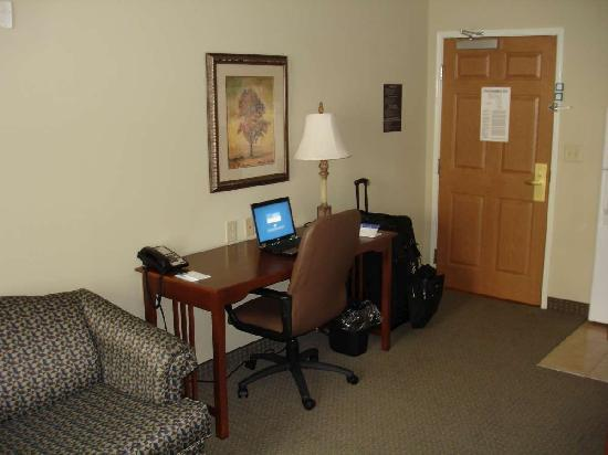 Staybridge Suites Augusta: Front area
