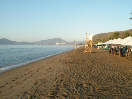 Gran Festivall All Inclusive Resort: The Playa (beach) in the morning!