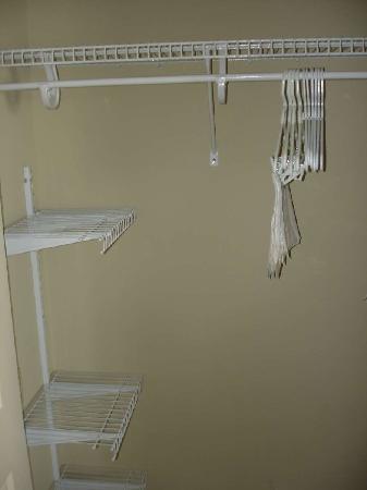 Staybridge Suites Augusta: Closet