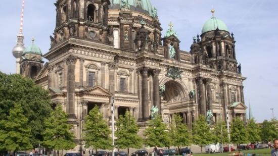 Berlin Cathedral: Berliner Dom. udsigten fra den tilliggende park, Lustgarten... som den hedder...