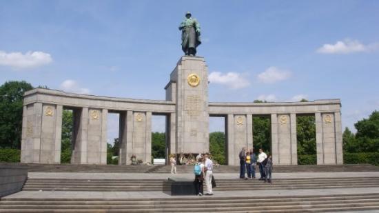 Soviet War Memorial: Sovjetisk krigs monument, som er et minde over de 20000 sovjeter der døde i april og maj i 1945