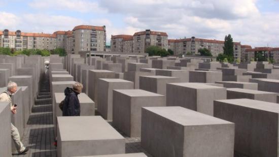 "The Holocaust Memorial: ""Denkmal für die ermordeten juden Europas"", der er en 19.000 kvadratmeter stenmark med granitsøj"