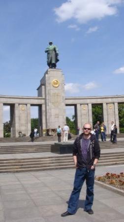 Soviet War Memorial: Kommunister mødes hæhæ.