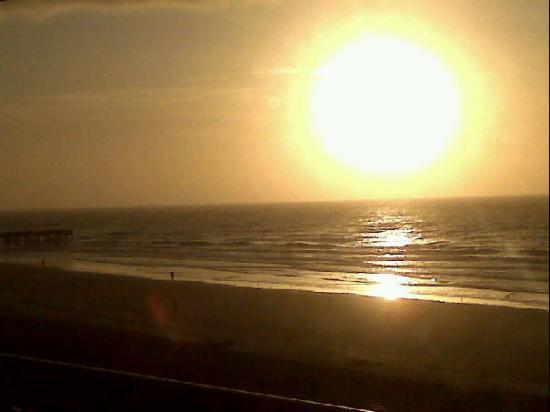 Isle of Palms, SC: Yes people I made it up in time for the sunrise!