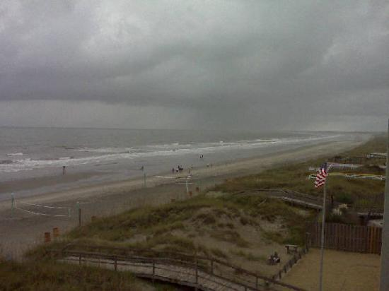 Isle of Palms, SC: A rainy day at the beach I better than any day at work!