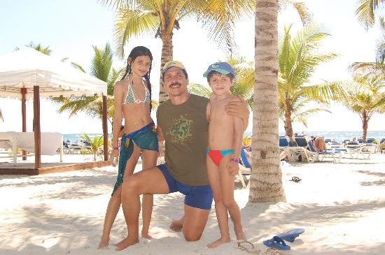 Coral Costa Caribe All Inclusive, Juan Dolio: Familaia en la playa