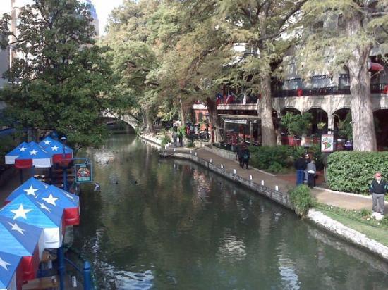 River Walk: Riverwalk Cafe Bend