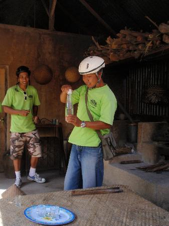 Banyan Tree Bike Tours: Bagi at Balinese home making arak