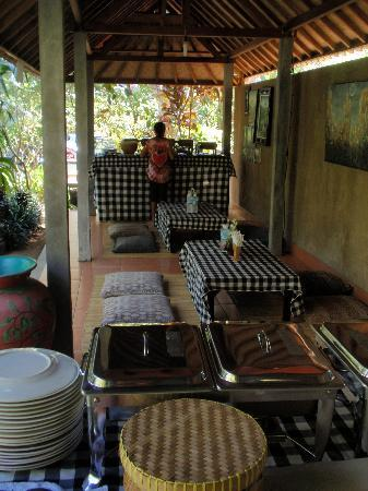 Banyan Tree Bike Tours: Getting ready for lunch at Bagi's