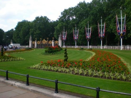 Buckingham Palace: Garden at Buckingham