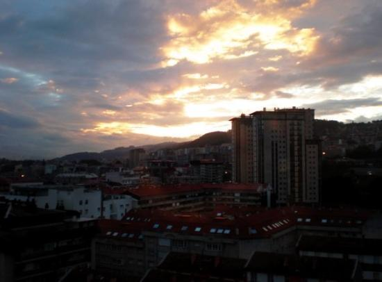 Vigo, Espagne : Ben woke me up to see this... from his laundry room.  It would have been even more beautiful had
