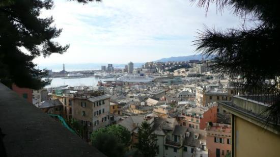 Genova, Italia: vue sur le port de Gênes