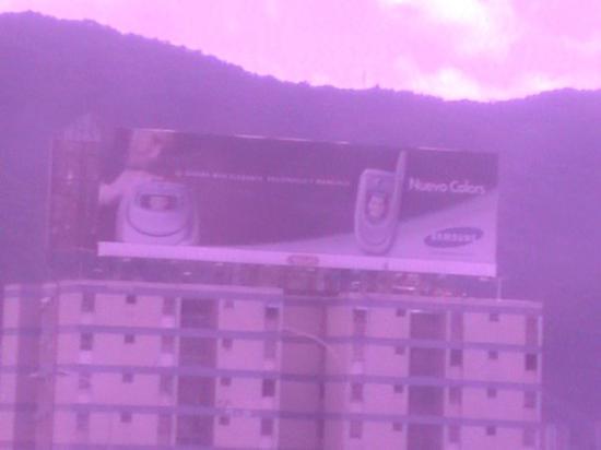 Caracas, Venezuela: Samsung A685 en la vía