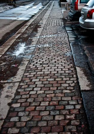 Göteborg, Sverige: I just love the way this sidewalk seems to go on forever.