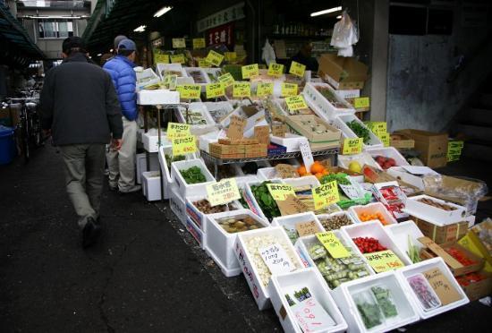 The Tsukiji Market: Grönsaker på Tsukiji.