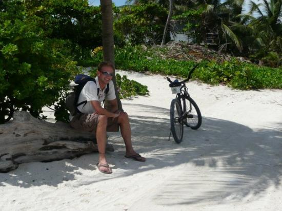 San Pedro, Belize: Taking a break from our bikeride on the beach