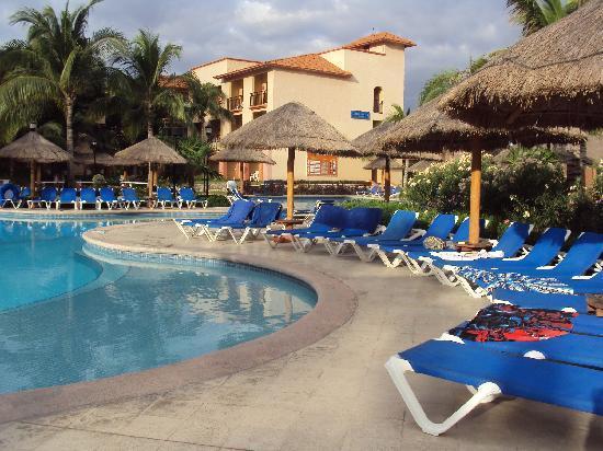 Sandos Playacar Beach Resort: Las piscinas, espacios para disfrutar