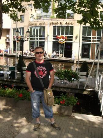 Hard Rock Cafe Amsterdam: hard rock amsterdam. (frente al hotel)