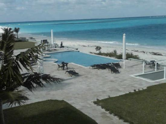 Great Exuma: The swimming pool and hot tub that all the condos share.