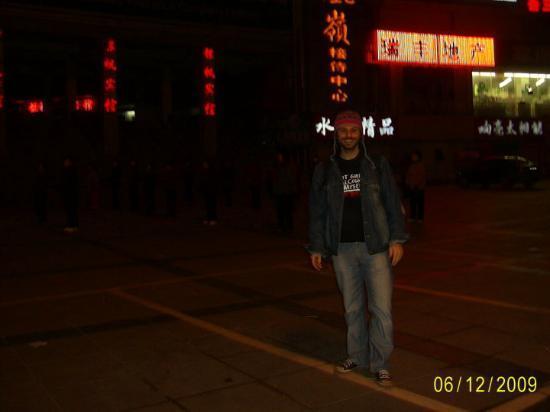Lianyungang, Kina: Elin çinlilerine funk hu dersi verirkene :))))