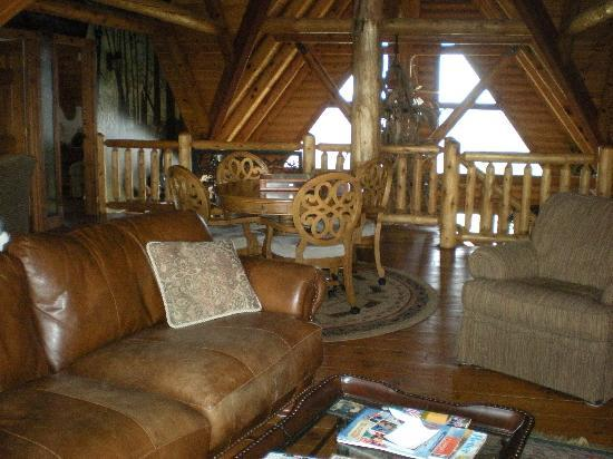 Pine Lakes Lodge: Common area - Very Cozy!