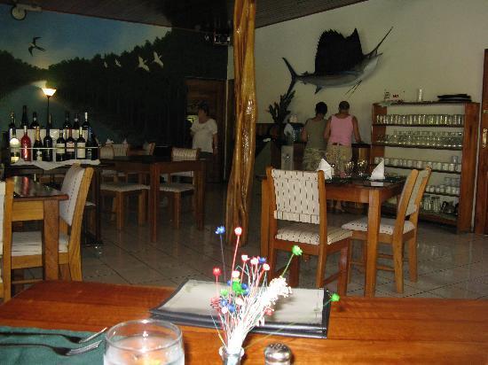 Crocodile Bay Resort: Inside the restaurant