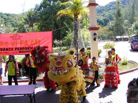 Holiday Villa Beach Resort & Spa Langkawi: Dancing dragons