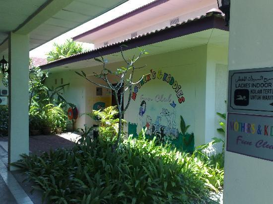 Holiday Villa Beach Resort & Spa Langkawi: Kids club and entrance to indoor pool