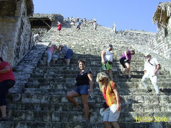 Hotel Riu Tequila: Bottom of pyramid
