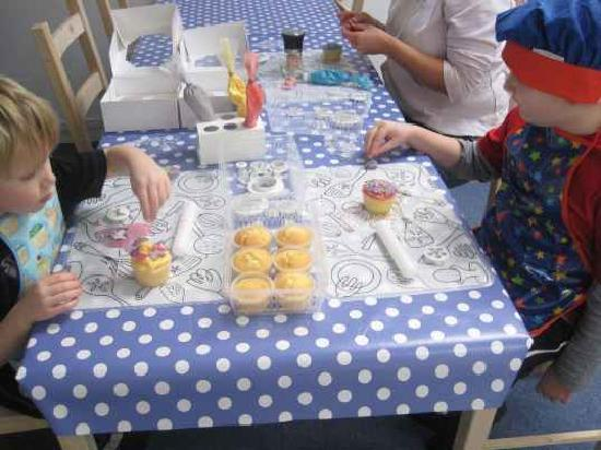 Swindon, UK: Childrens Cupcake Decorating