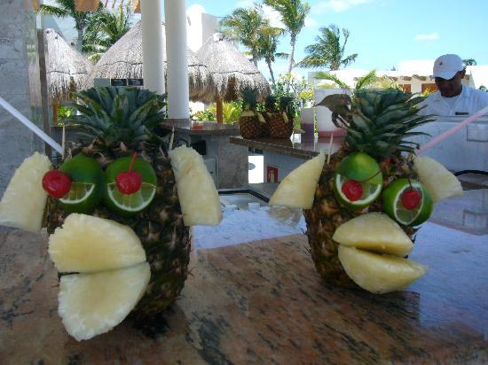 Excellence Playa Mujeres: delicious monkey drinks (pool bar at noon)
