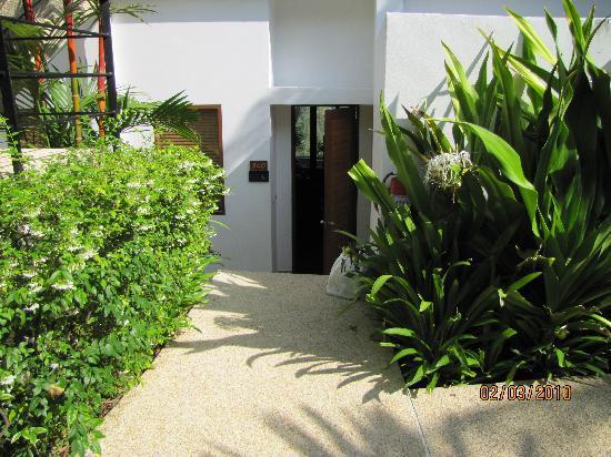 Ayara Hilltops Resort and Spa Surin Beach: suite entrance