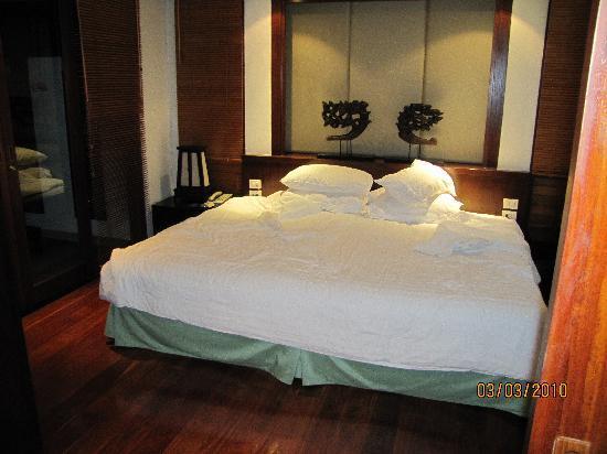 Ayara Hilltops Resort and Spa Surin Beach: bedroom