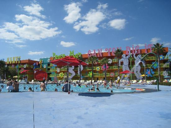 Disney's Pop Century Resort: The hipdy dipdy pool March 2010
