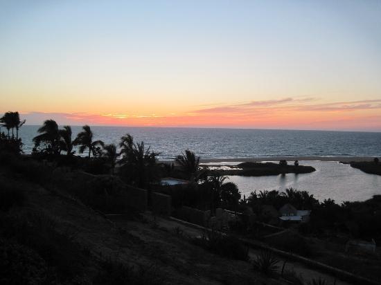 Los Colibris Casitas: romantic sunset over the lagoon