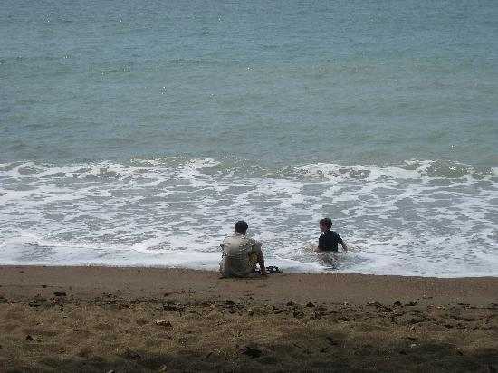 Aguila de Osa: watching the waves