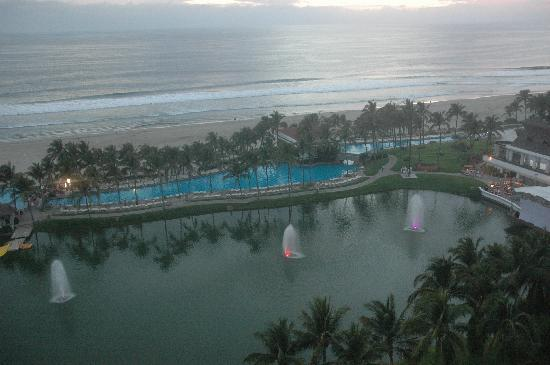 The Grand Mayan at Vidanta Acapulco: View at dusk- ocean side