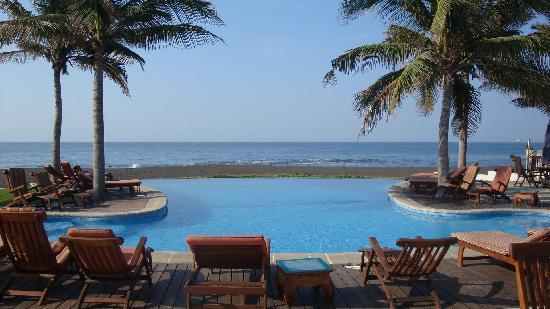 Dos Mundos Pacifico: main pool oceanside