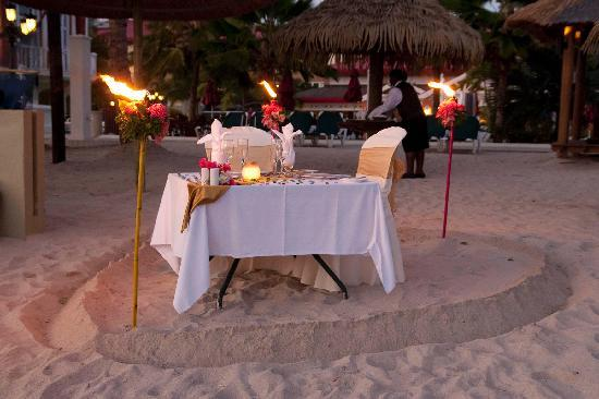 Sandals Grande St. Lucian Spa & Beach Resort: Romantic dinner for two on the beach
