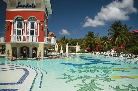Sandals Grande St. Lucian Spa & Beach Resort: The shallow end of the pool