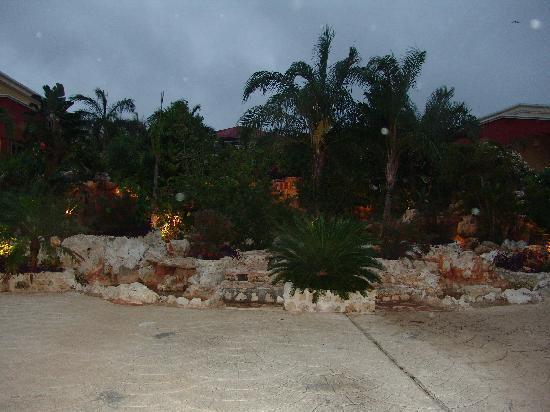 Ocean Maya Royale: Que de verdure dans cette fontaine