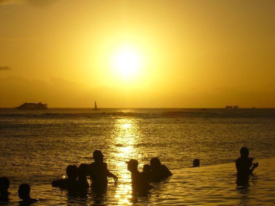 Sheraton Waikiki: 沈むと拍手が・・・