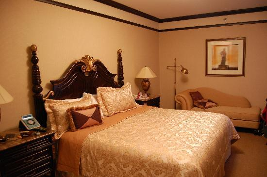 The Lucerne Hotel: Our beautiful King room...401