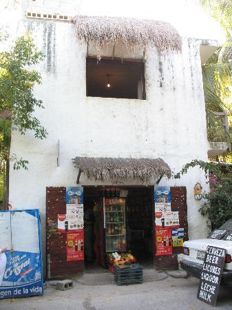 Playa Mambo: Convenience Store