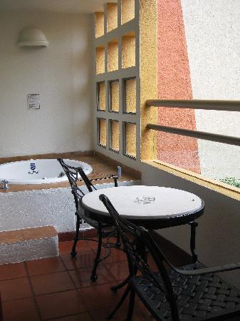 Club Regina Puerto Vallarta: Balcony with Hot Tub