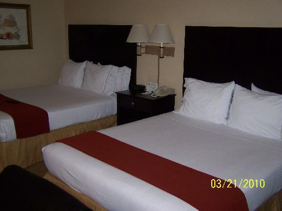 Holiday Inn Express Hotel & Suites: Denver Tech Center: Beds