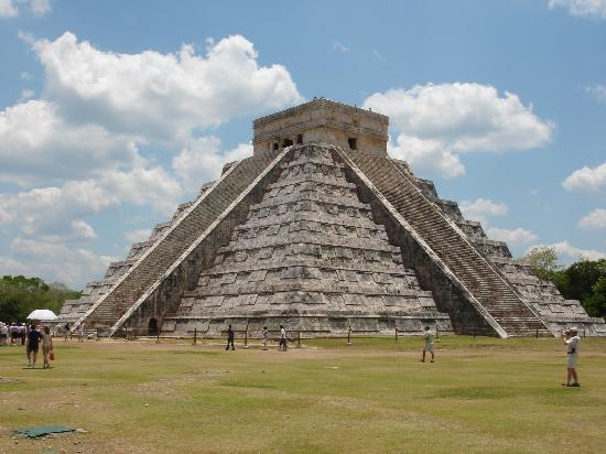 Chichen Itza Tour - Cosmos Tours: ククルカンが見れるピラミッドです。