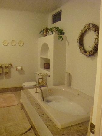 Blue Gull Inn Bed & Breakfast: Relaxing Tub