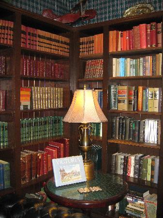 Beaconsfield Inn: The Library - Where friends meet