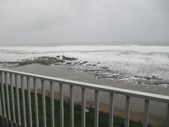 The Coho Oceanfront Lodge: Another Ocean View from our balcony
